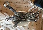 各类维修工具,手动电动,可以应付一般的汽车,家庭修理
